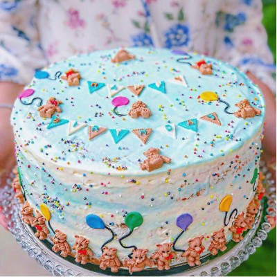 کیک خامه ای ابر و باد