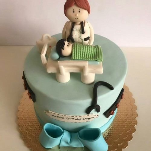 کیک پزشک و نوزاد