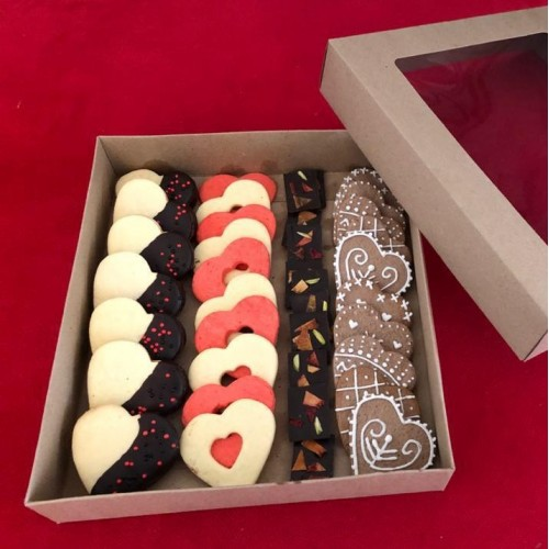 شکلات و شیرینی قلبی