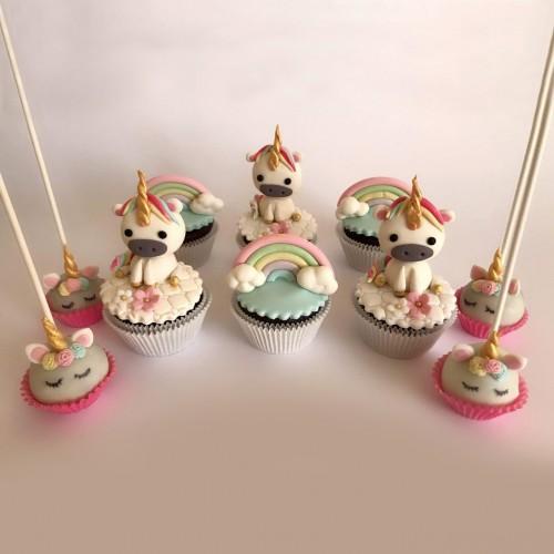 پاپ کیک های یونی کرن و رنگین کمان